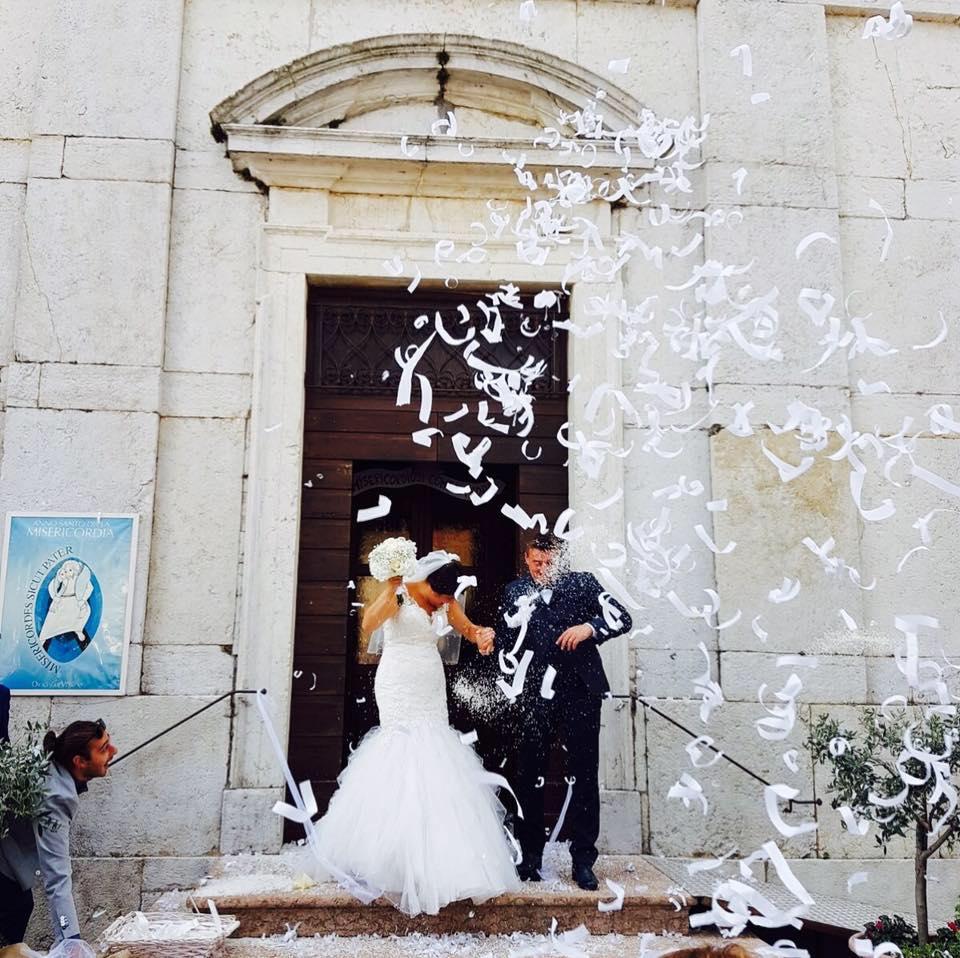 c7ffc4b73518 Abbiamo acquistato gli abiti da sposa e da sposo e in più ci siamo fatti  realizzare un vestito per una bimba esattamente come lo volevamo partendo  da zero e ...
